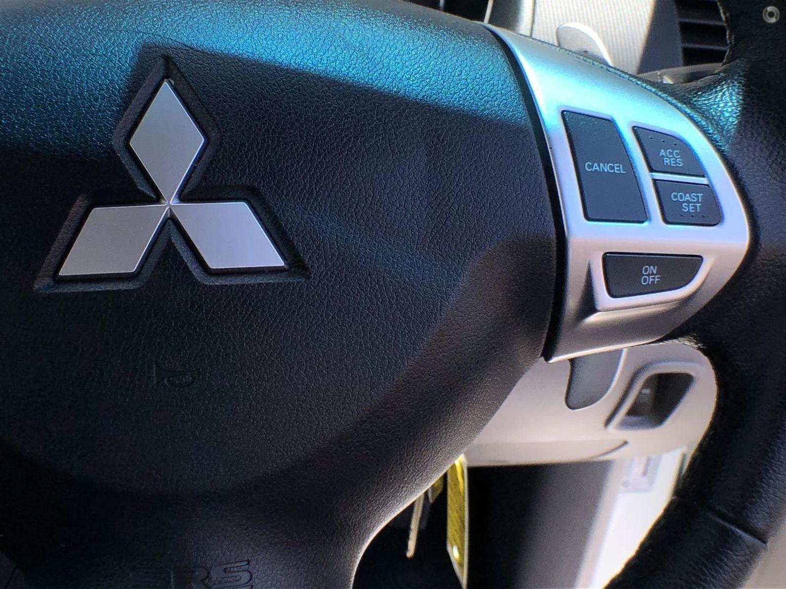 2015 Mitsubishi Challenger LS PC