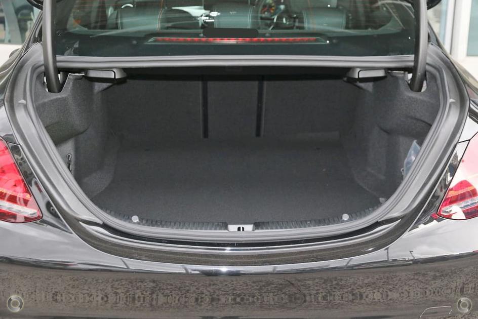 2018 Mercedes-Benz C 200 Sedan