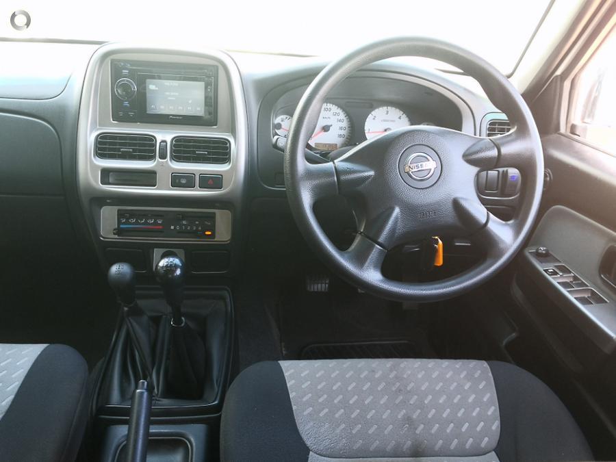 2009 Nissan Navara ST-R