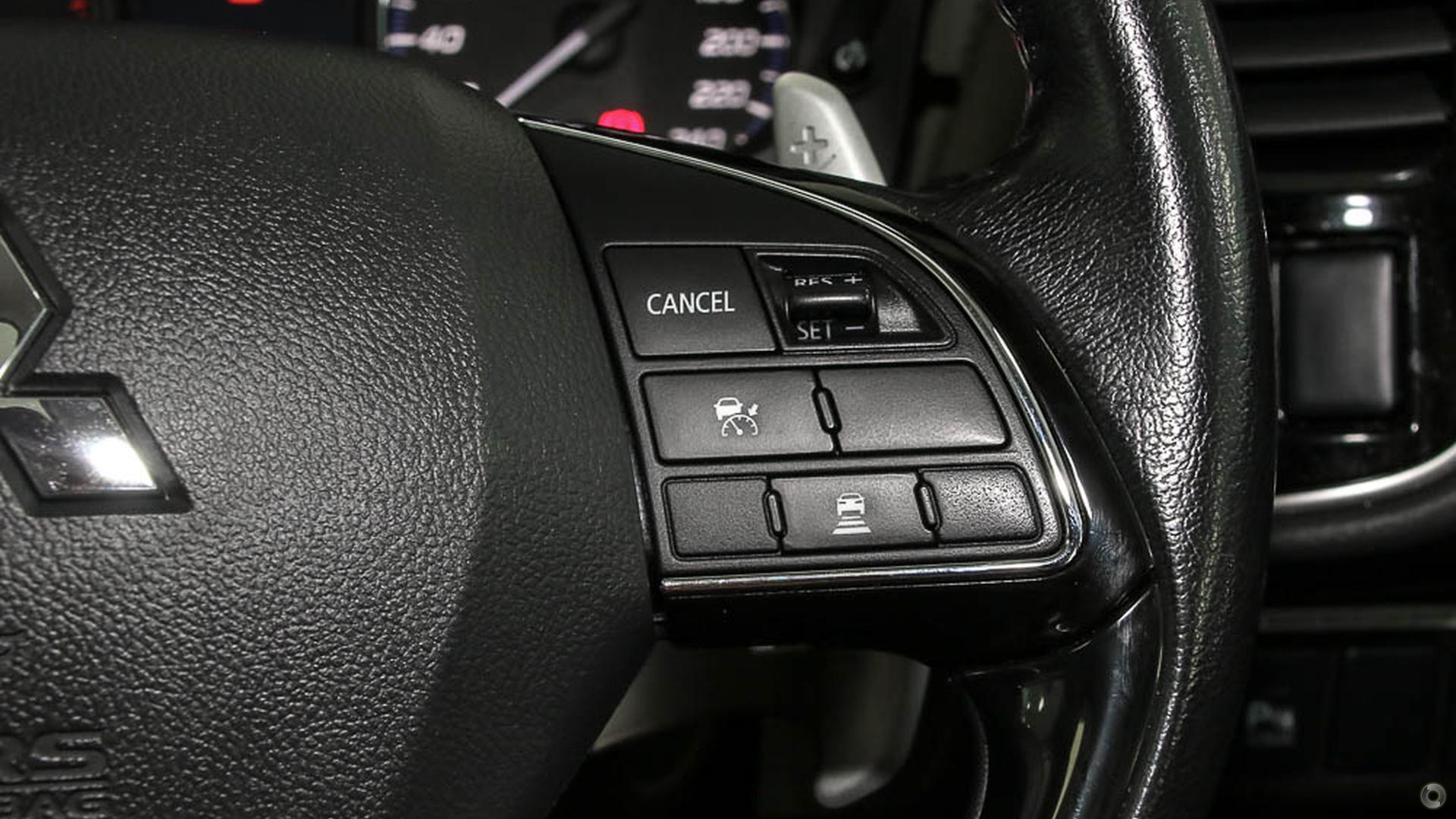 2015 Mitsubishi Outlander Exceed ZK