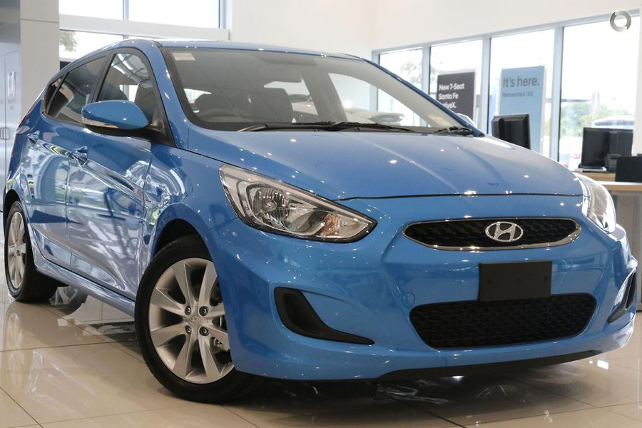 2017 hyundai accent sport rb6 peter stevens hyundai. Black Bedroom Furniture Sets. Home Design Ideas