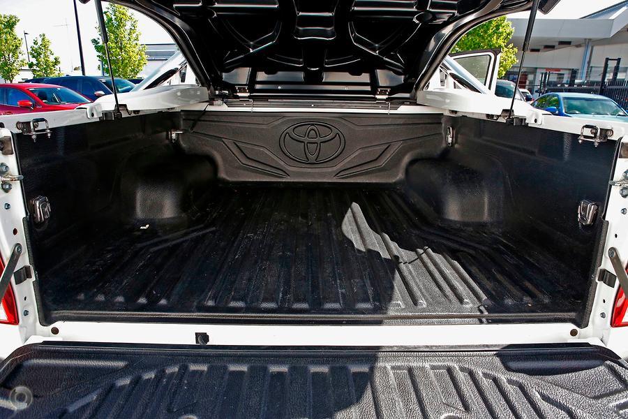 2015 Toyota Hilux SR5 GUN126R