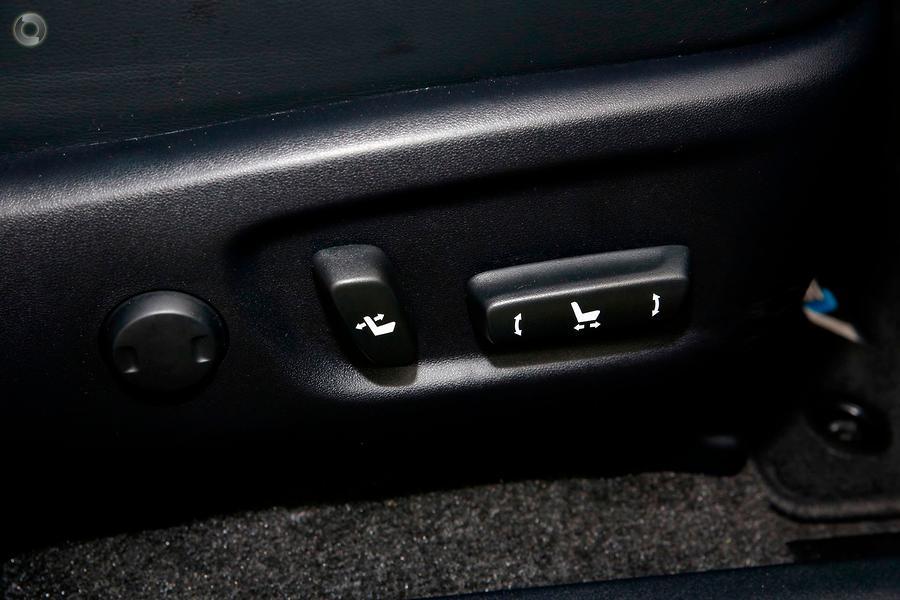 2017 Toyota Prius V i-Tech ZVW40R