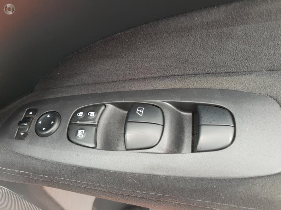 2015 Nissan Pathfinder ST N-TREK R52