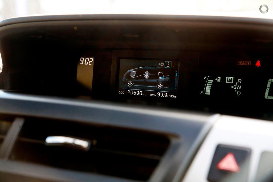 2017 Toyota Prius V  ZVW40R