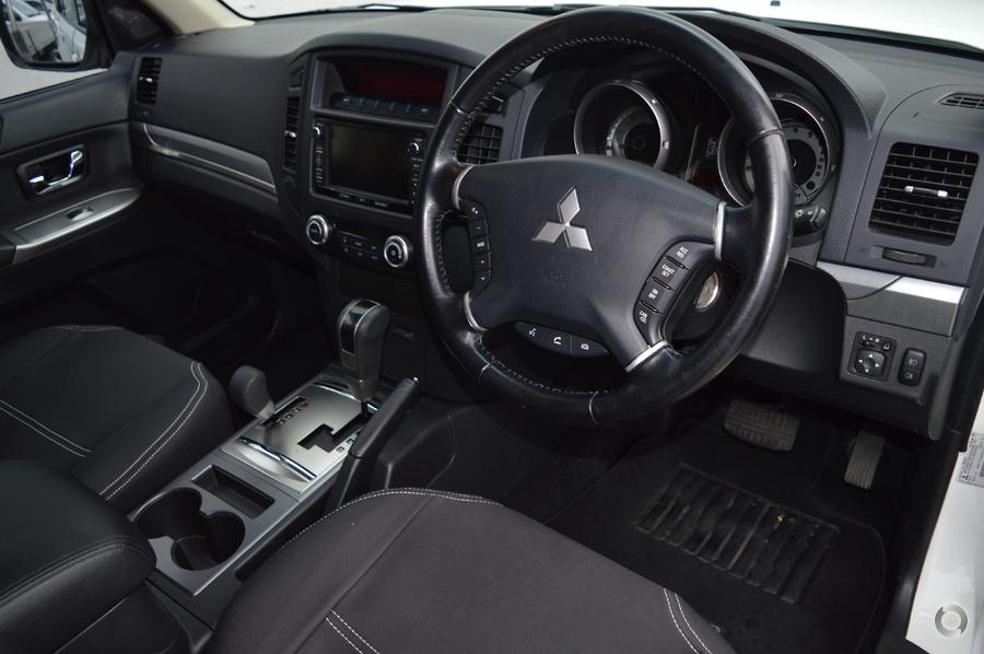 2013 Mitsubishi Pajero VR-X NW