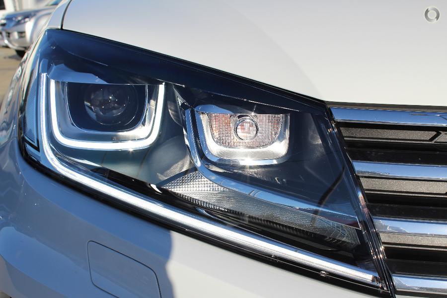 2017 Volkswagen Touareg Monochrome 7P