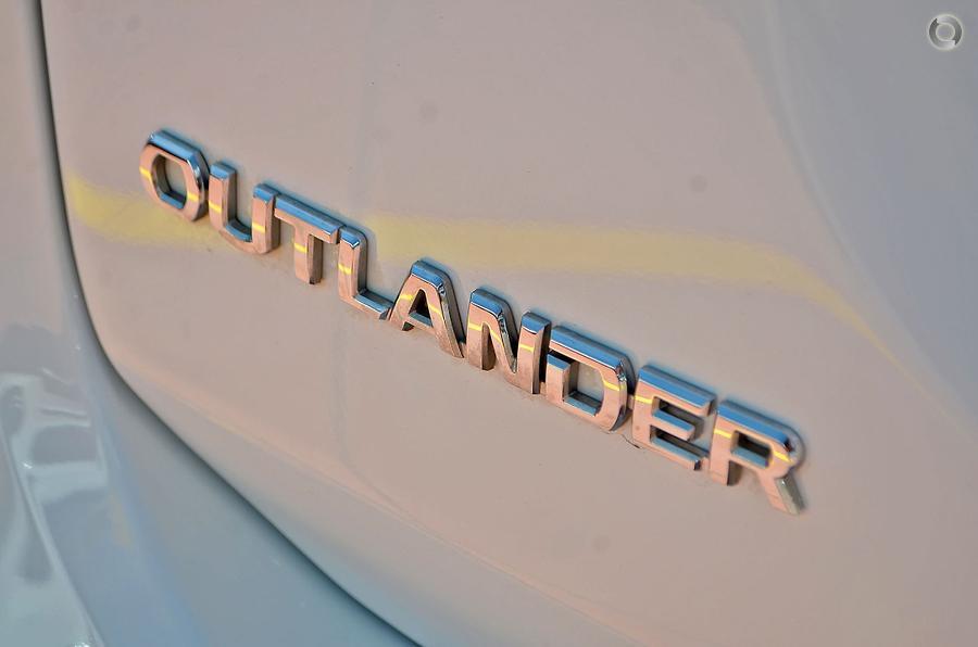 2014 Mitsubishi Outlander ES ZJ