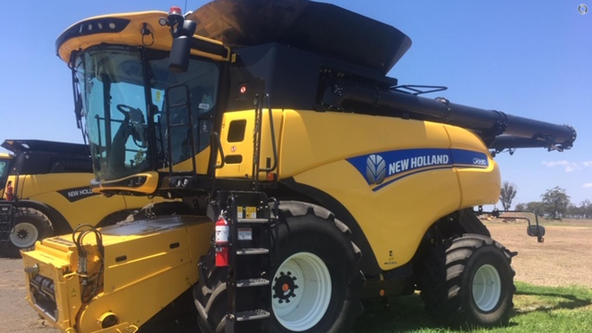2015 New Holland CR9.90 Combine Harvester