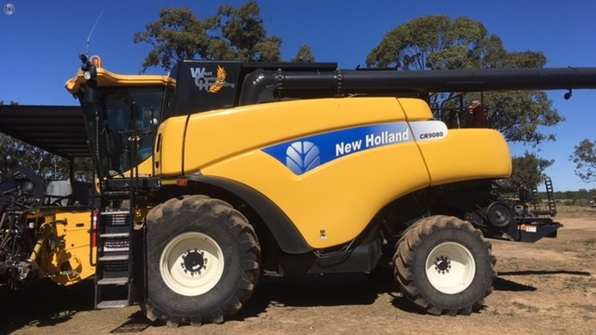 2009 New Holland CR9080 Combine Harvester