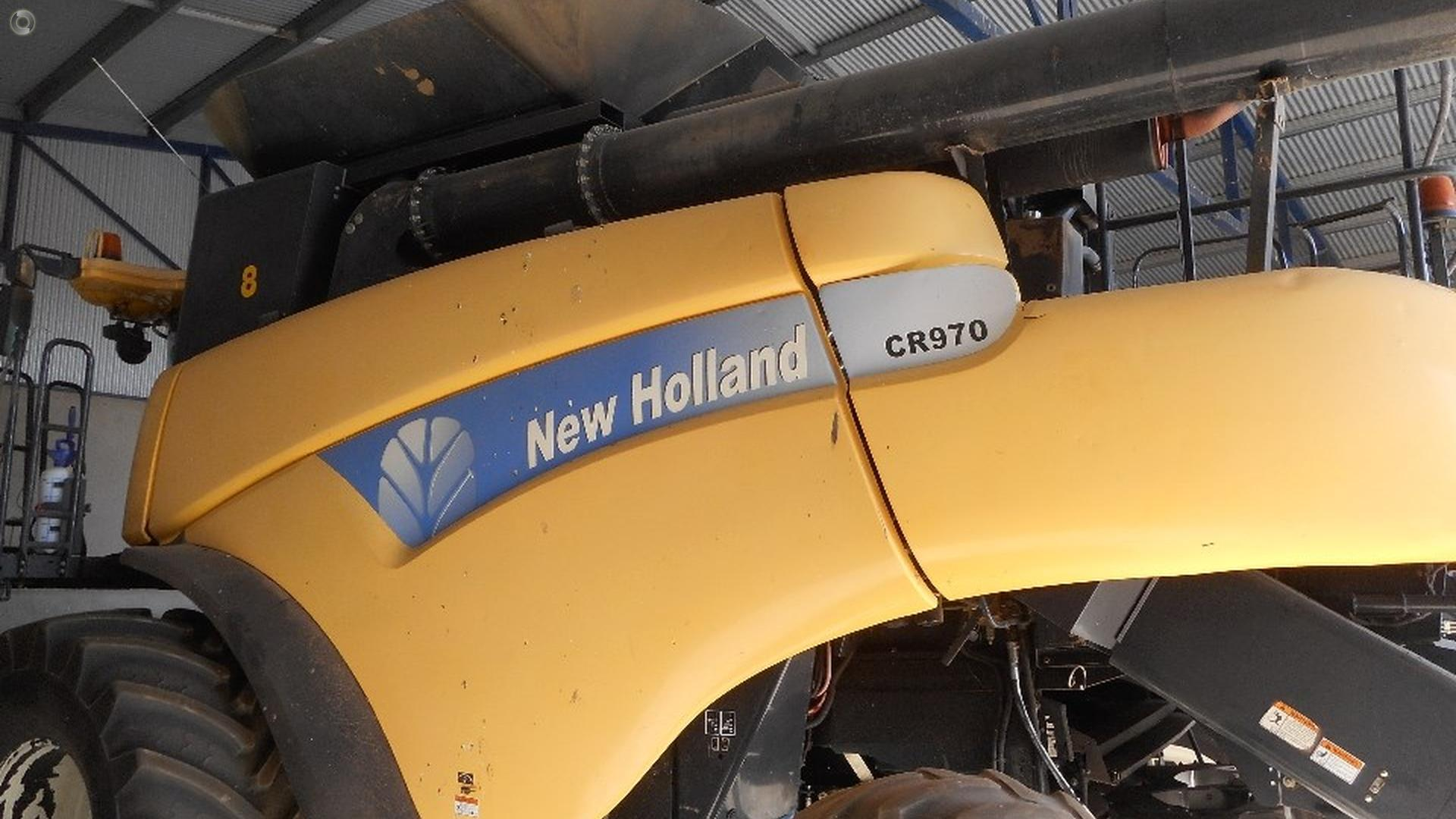 2005 New Holland CR970 Combine Harvester