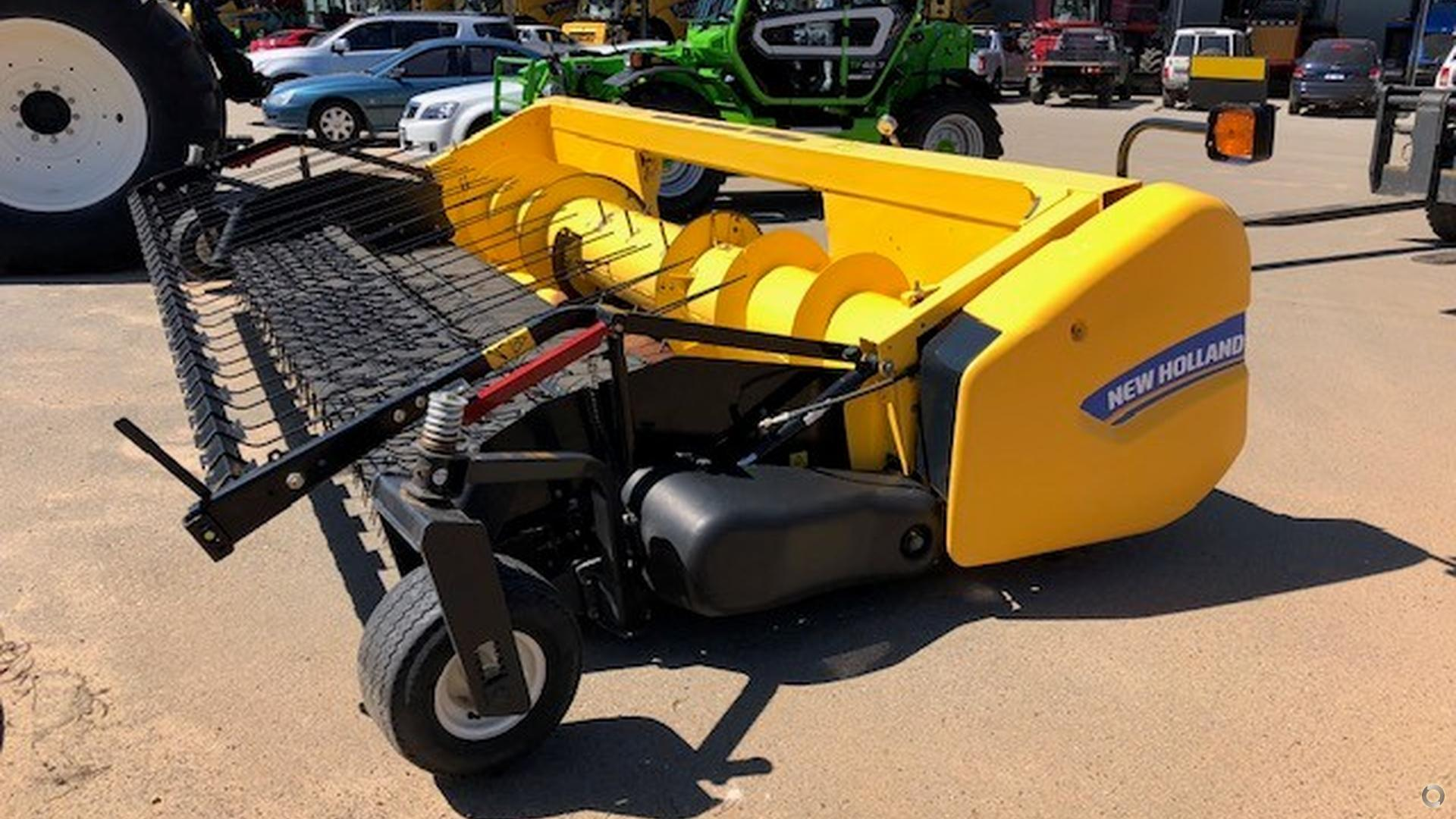 2015 New Holland 790CP Windrow Pick Up Front