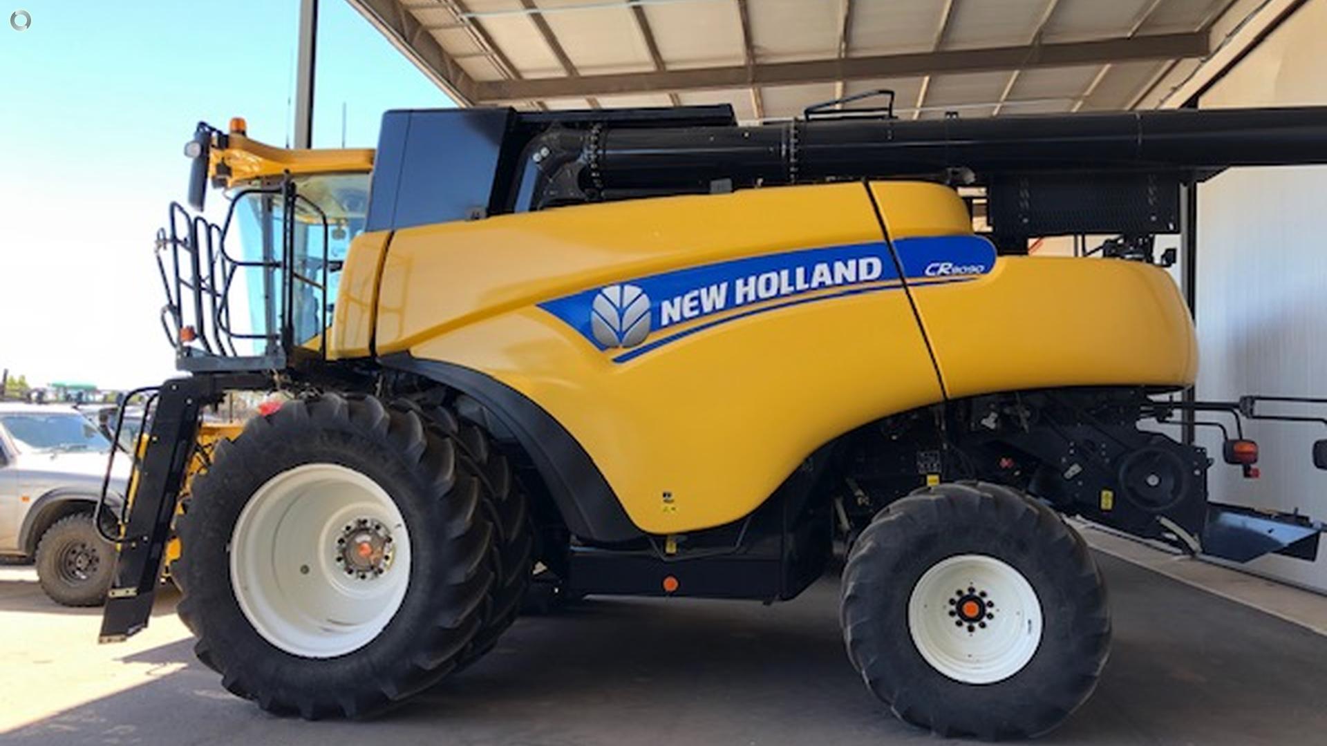 2014 New Holland CR9090 Combine Harvester