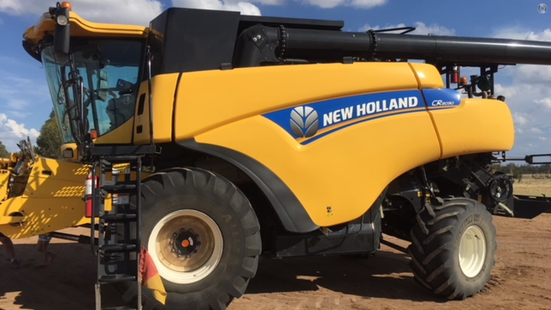 2014 New Holland CR8090 Combine Harvester