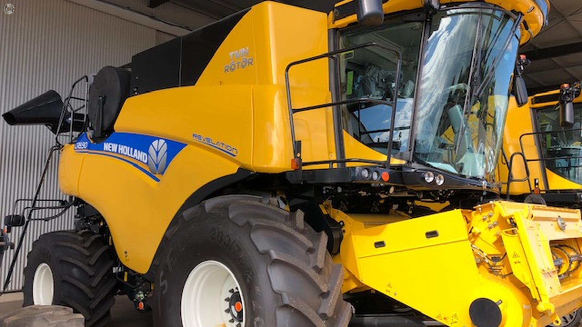 0 New Holland CR8.90 Combine Harvester