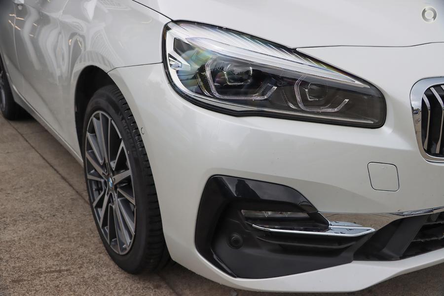 2019 BMW 220i Luxury Line