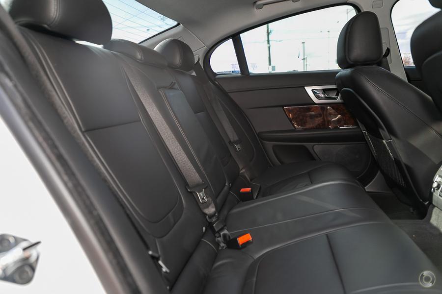 2013 Jaguar XF Premium Luxury