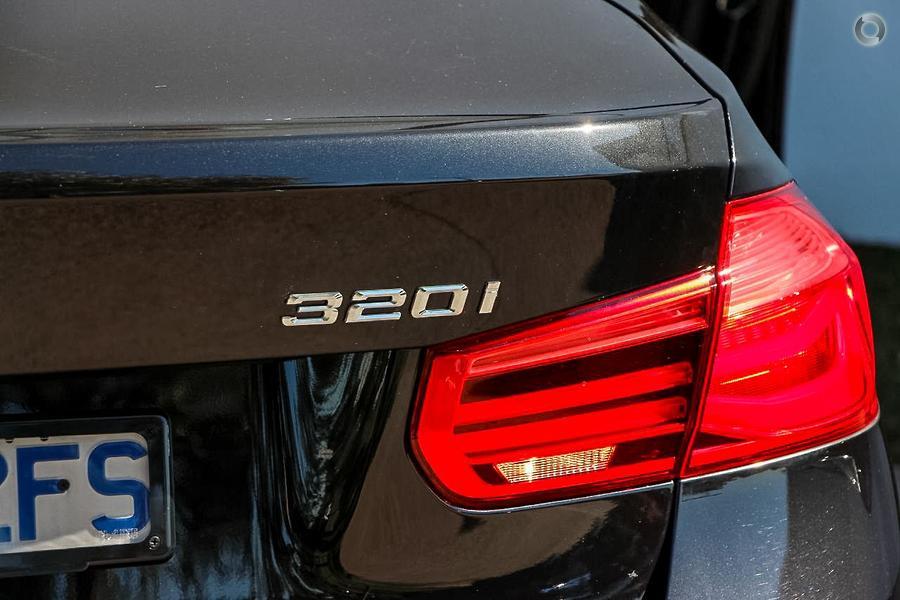 2018 BMW 320i Luxury Line