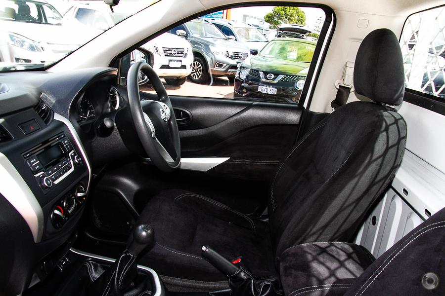 2015 Nissan Navara DX
