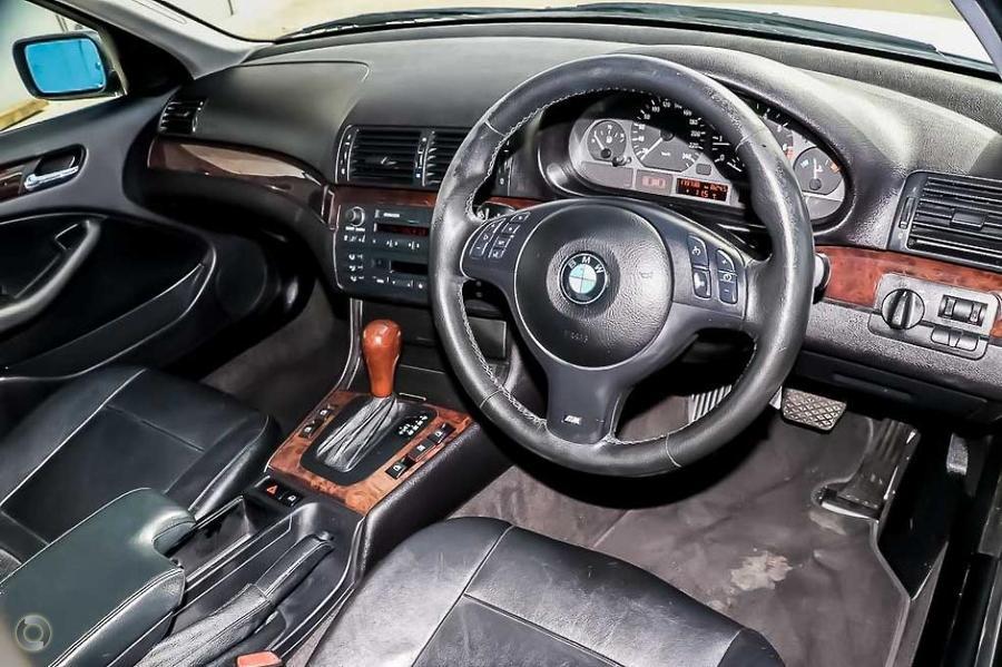 2003 BMW 325i  E46
