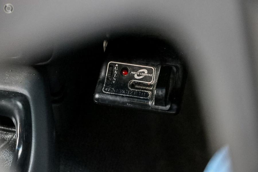 2002 Nissan Navara ST-R