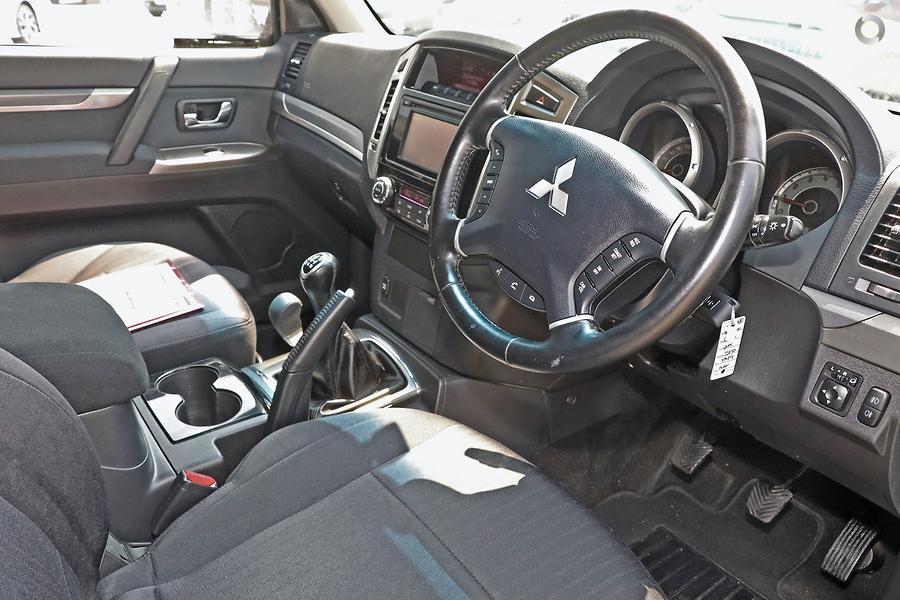 2015 Mitsubishi Pajero GLX NX