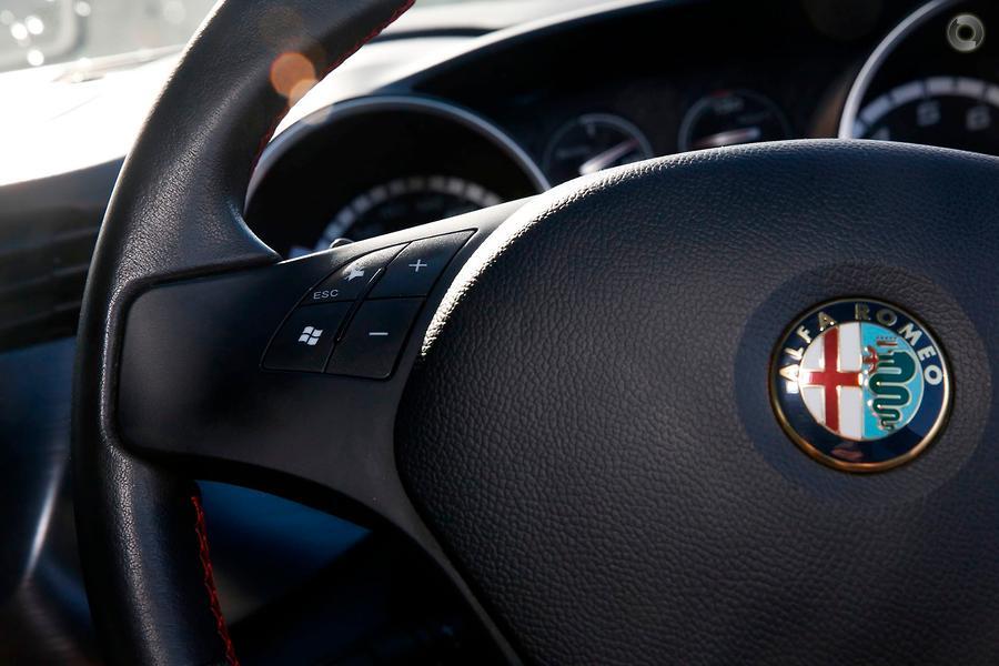2012 Alfa Romeo Giulietta Distinctive Series 0