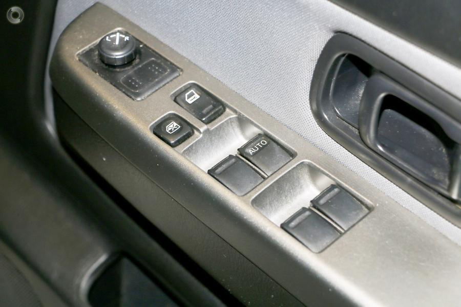 2005 Nissan Navara ST-R D22 S2