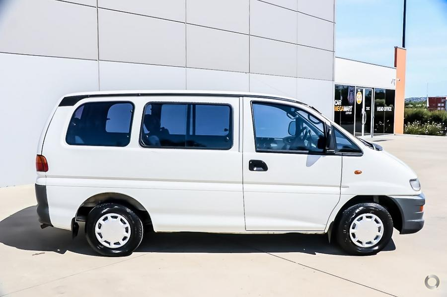 2001 Mitsubishi Starwagon GL WA