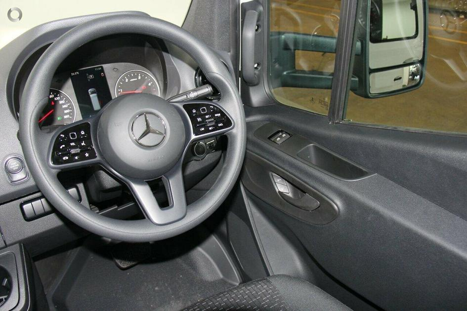 2018 Mercedes-Benz SPRINTER Cab Chassis 516CDI