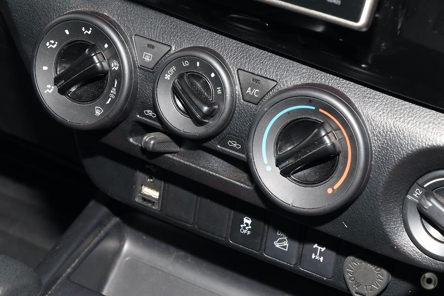 2019 Toyota Hilux SR GUN126R