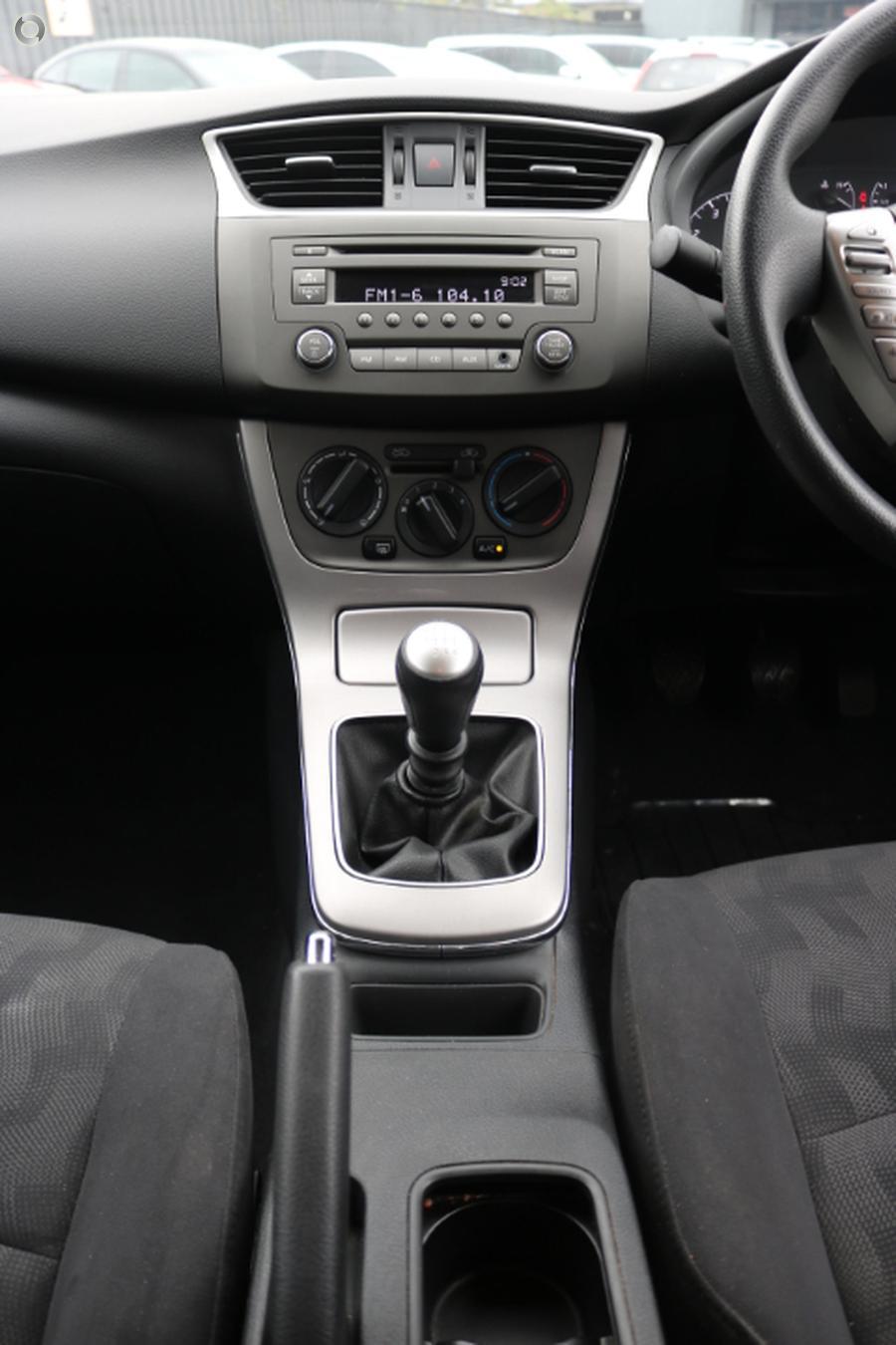 2014 Nissan Pulsar ST B17