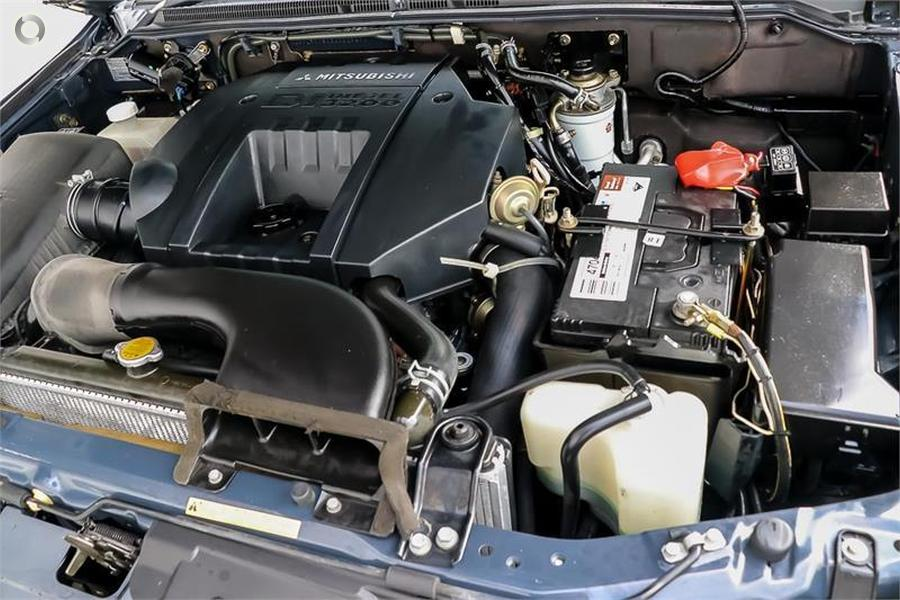 2004 Mitsubishi Pajero Exceed NP