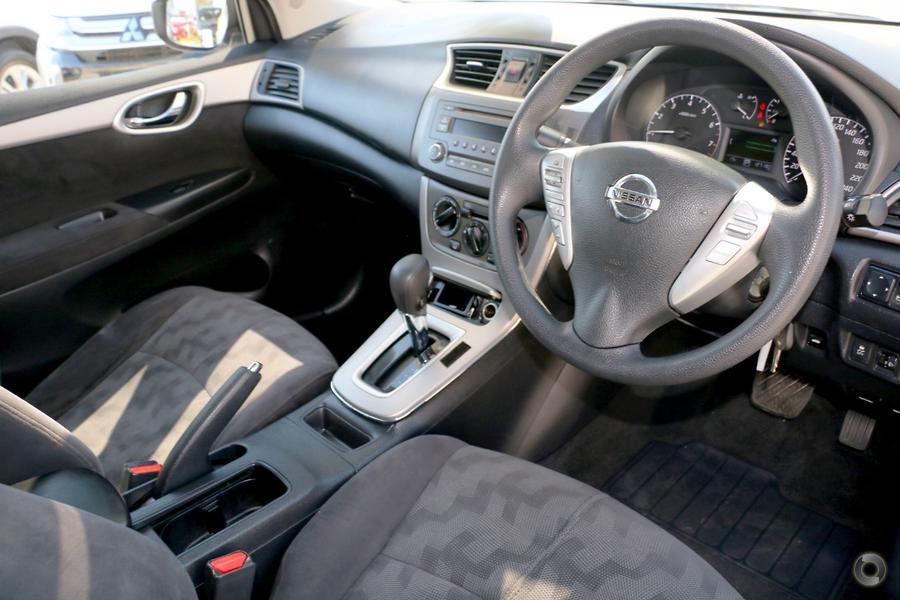 2013 Nissan Pulsar ST B17
