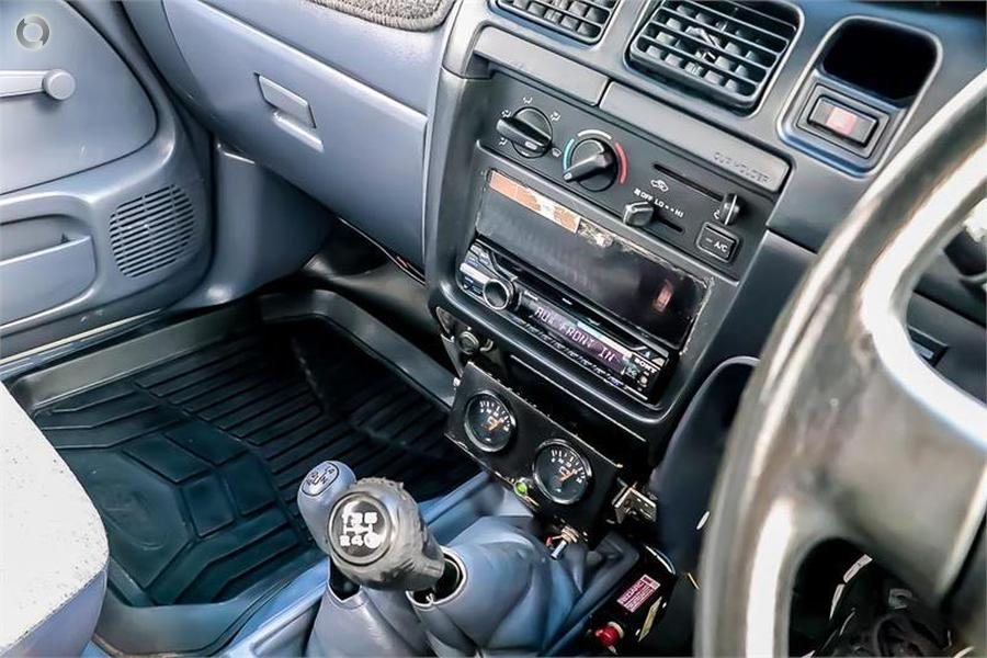 2003 Toyota Hilux  VZN167R