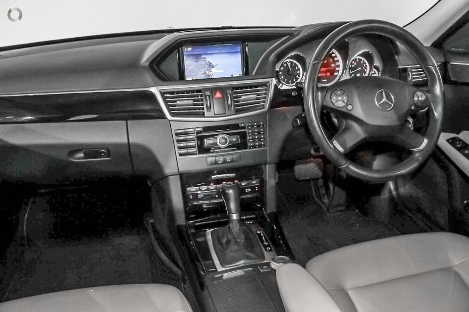 2010 Mercedes-Benz E 250 CGI Sedan
