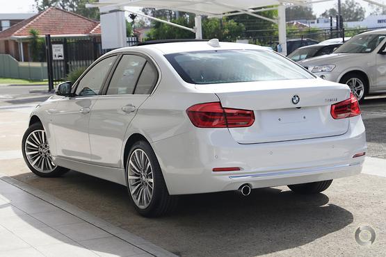 2018 BMW 318 i Luxury Line