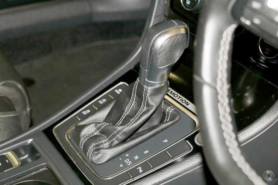 2015 Volkswagen Golf R 7