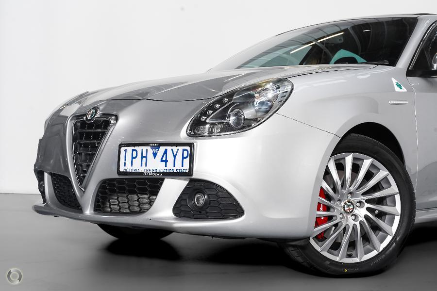 2013 Alfa Romeo Giulietta Distinctive Series 0