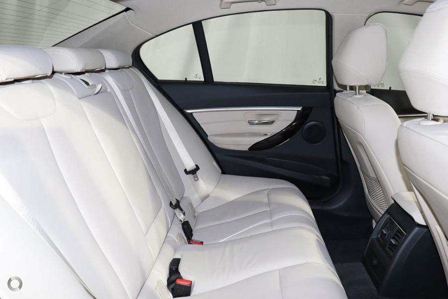 2017 BMW 320i Luxury Line