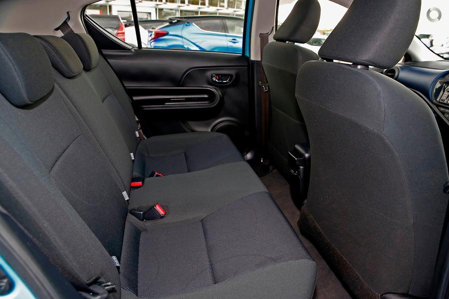 2015 Toyota Prius C  NHP10R