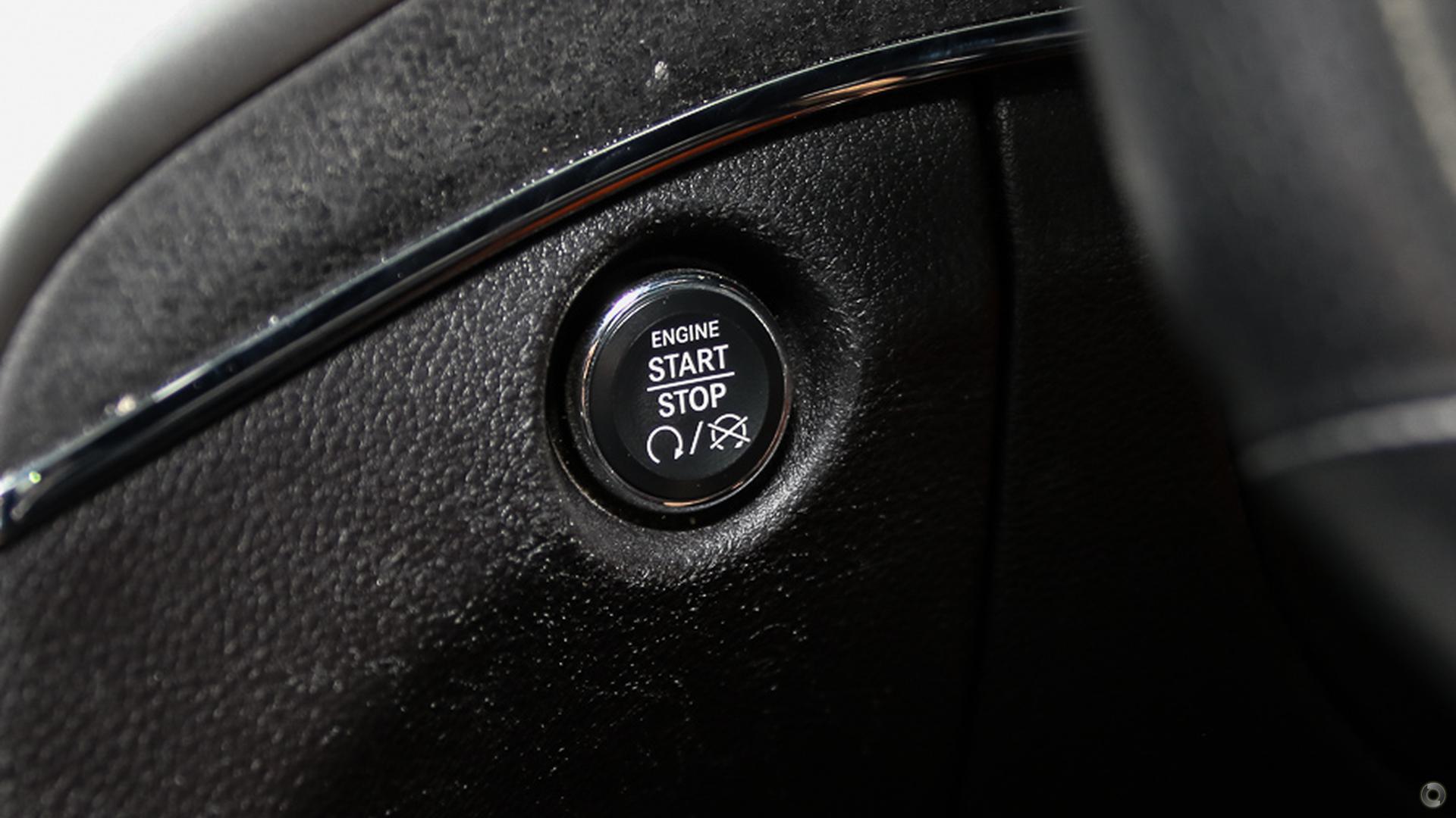 2012 Jeep Grand Cherokee SRT-8 WK