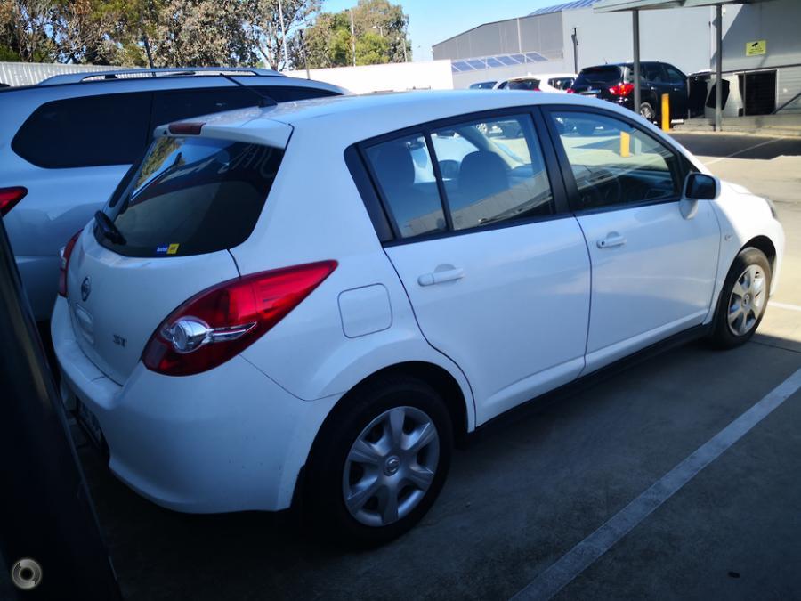 2011 Nissan Tiida ST