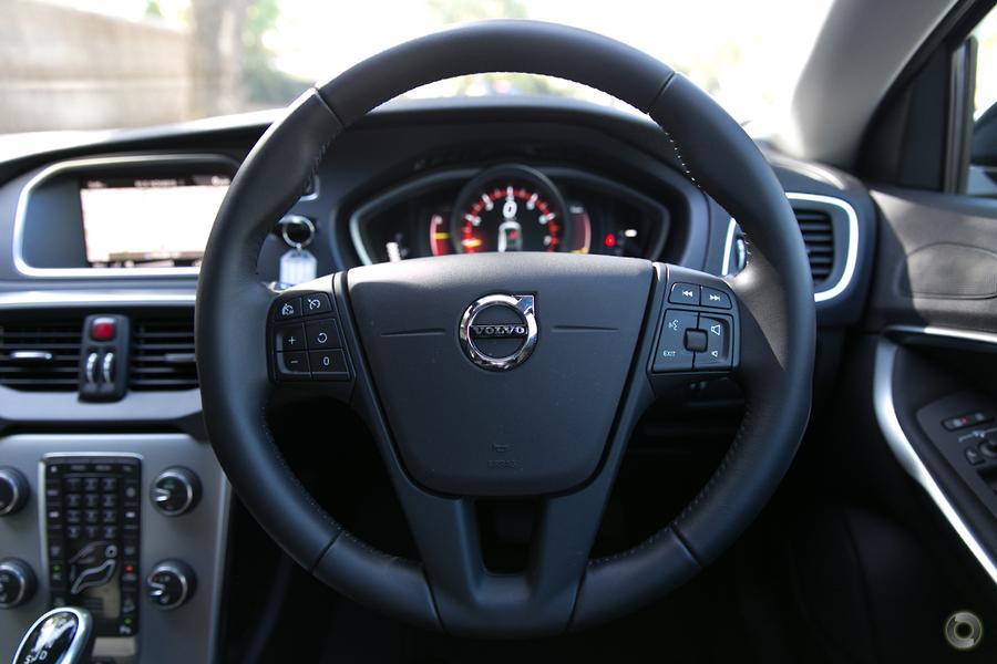 2017 Volvo V40 Cross Country T4 Momentum (No Series)