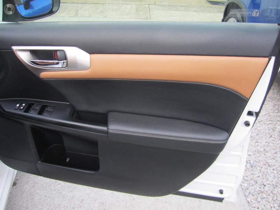 2017 Lexus Ct CT200h Luxury ZWA10R