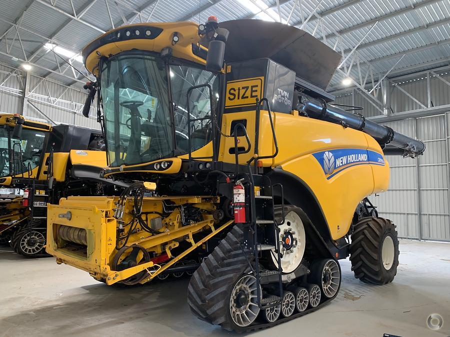 2017 New Holland CR9.90 Combine Harvester