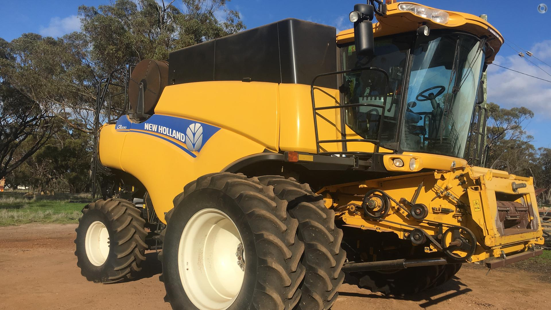 2012 New Holland CR8090 Combine Harvester