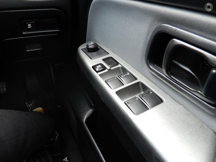 2014 Nissan Navara ST-R