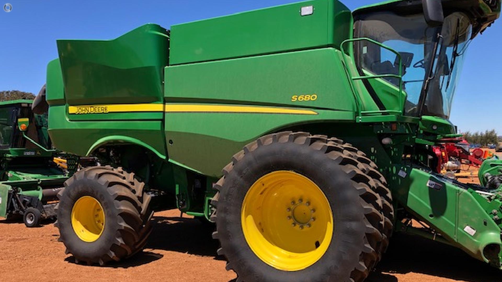 2015 John Deere S680 Combine Harvester
