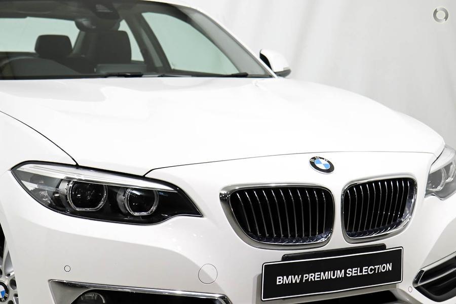 2019 BMW 230i Luxury Line